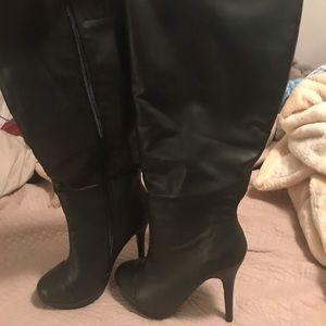 Black heeled knee boots